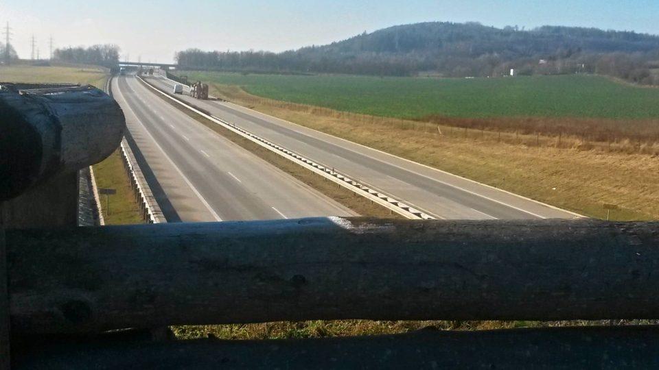 Pohled na dálnici z ekoduktu