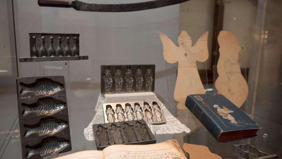 Výstava Adventní čas našich předků v Jihočeském muzeu.Cukrářské formy a nástroje