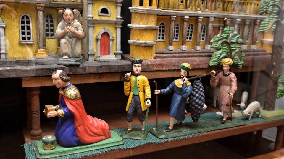 Betlém z období kolem roku 1850 s figurkami od renomovaných řezbářů z Příbramska