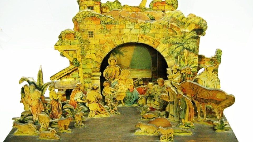 Betlém vyrobený z archu tištěných papírových figurek, které si lidé vystřihovali, případně nalepovali na překližku