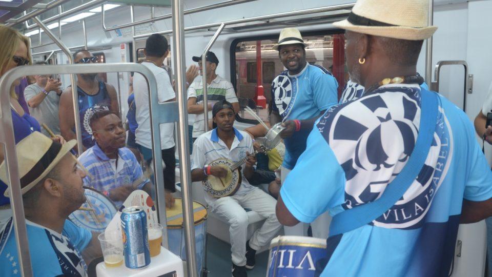 Tady se připravuje další škola samby - Vila Isabel - ještě bez posluchačů, tedy cestujících