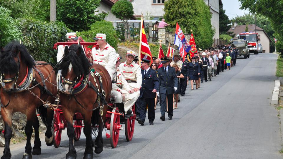 Slavnostní průvod k výročí 130. let založení SDH Dolní Újezd