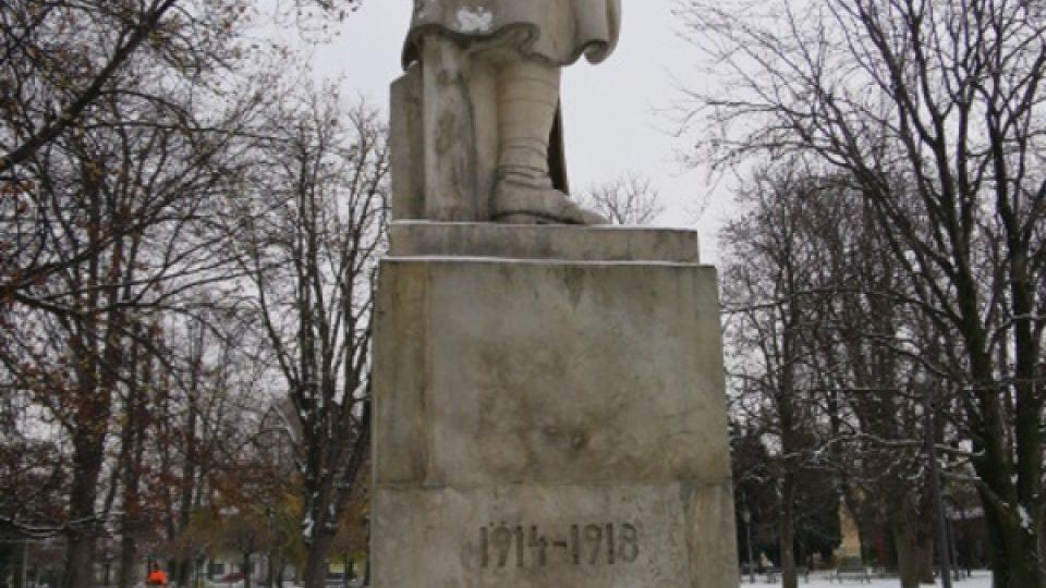Zadní strana pomníku