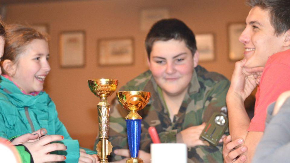 Kroužek mladých hasičů v Předhradí založili v roce 2014. Letos jeho členům přibyly dva poháry
