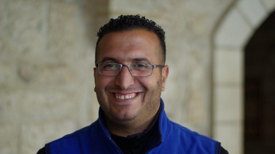 Mustafa, muslimský průvodce v kostele Narození Páně v palestinském Betlémě