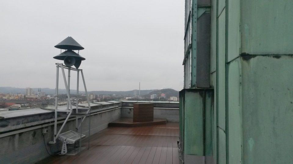 Málo využívaná je zatím spodní terasa věže