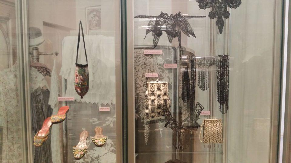Výstava Okouzlení perličkami v jabloneckém Muzeu skla a bižuterie