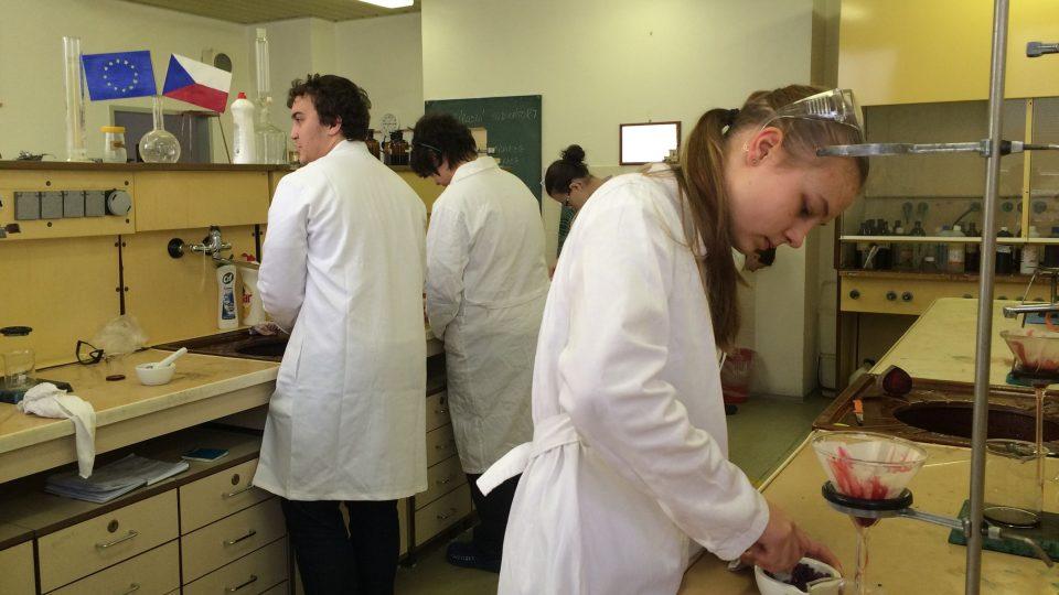 V chemické laboratoři