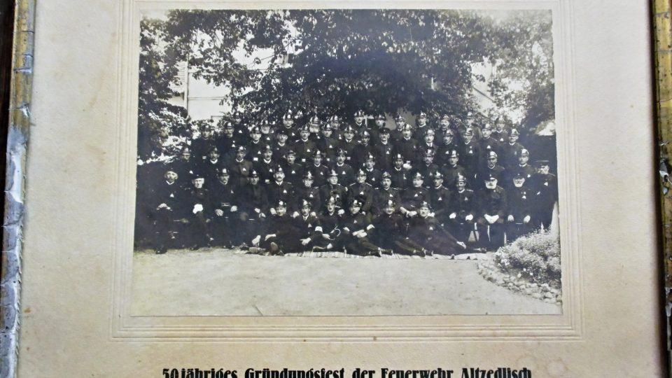 Foto z 50. výročí sboru