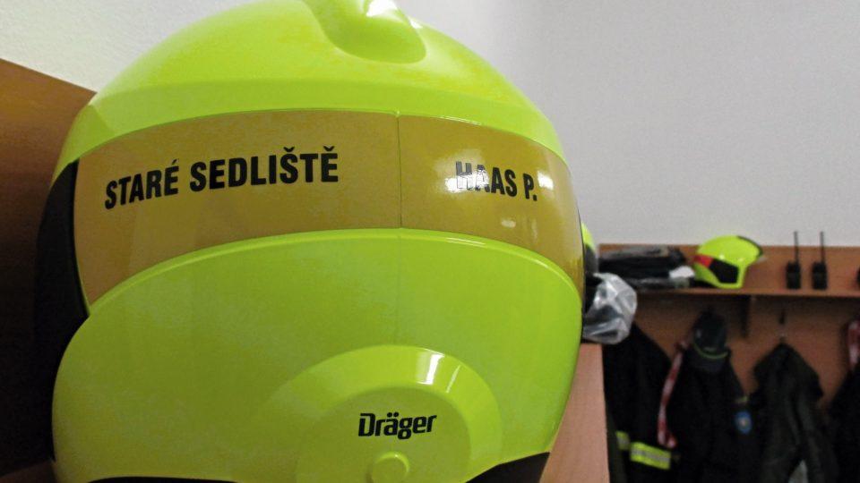 Sbor dobrovolných hasičů nedávno dostal nové helmy