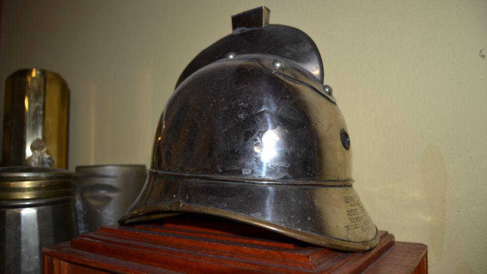 Hasičská helma jako kasička na mince