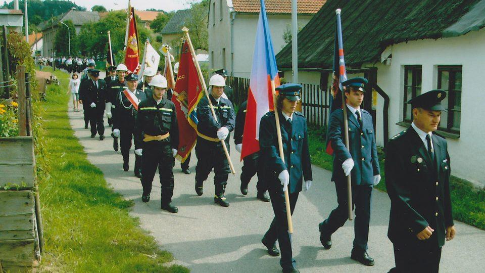 Oslavy 60 let SDH, většina členů sboru (2005)