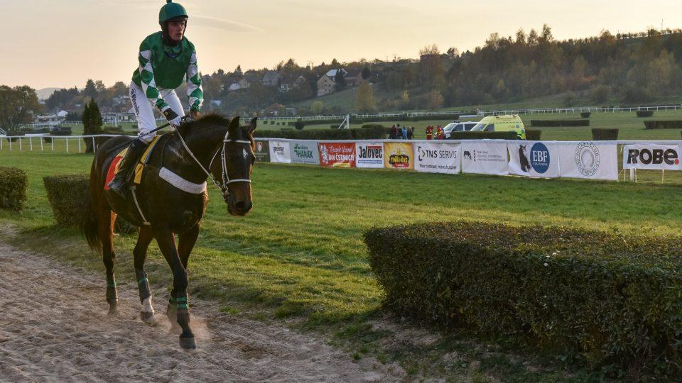 Pokud byste se chtěli na dráze projet se svým koněm, je potřeba kontaktovat občanské sdružení Dostihy Slušovice