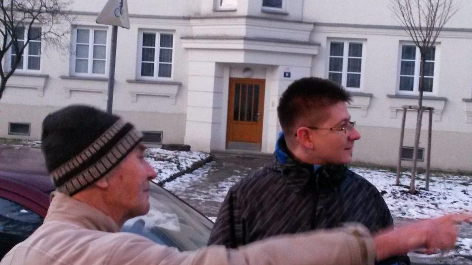 Pamětník Antonín Blažek a Radomír Seďa z vítkovického archivu v Jubilejní kolonii