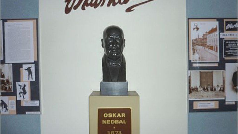 Busta Oskara Nedbala v divadle v Táboře