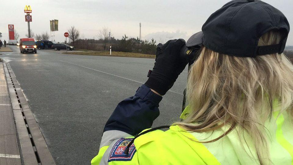 Víc hlídek celníků než obvykle můžete začátkem února potkat na královéhradecké dálnici D11. Zaměřují se hlavně na kontrolu dálničních známek