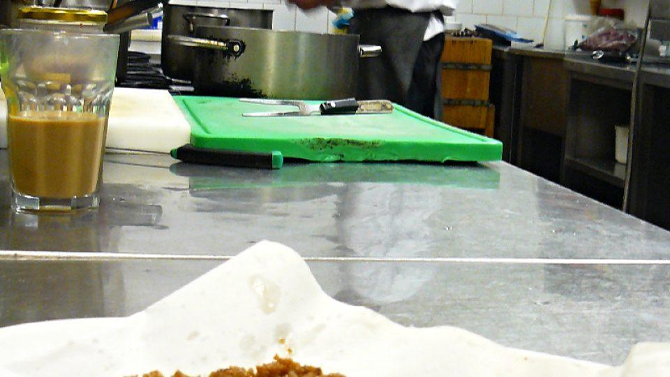 Škvarky připravené z husí kůže