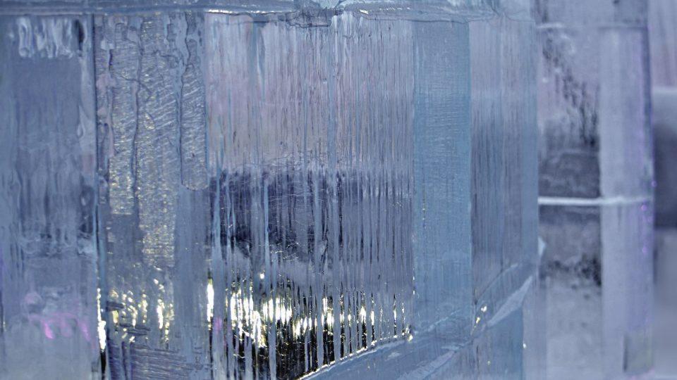 Zeď z ledových kvádrů