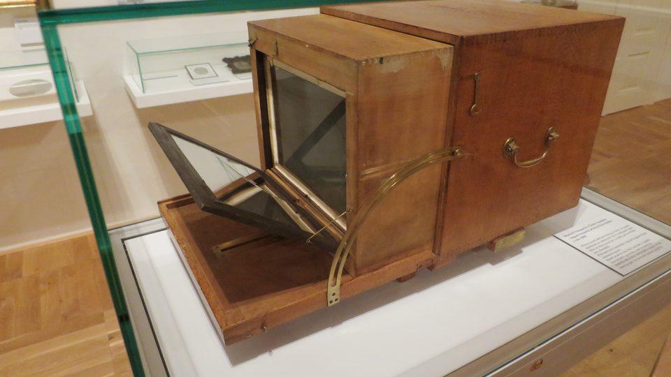 Originální daguerrotypický přístroj v expozici Regionálního muzea v Litomyšli