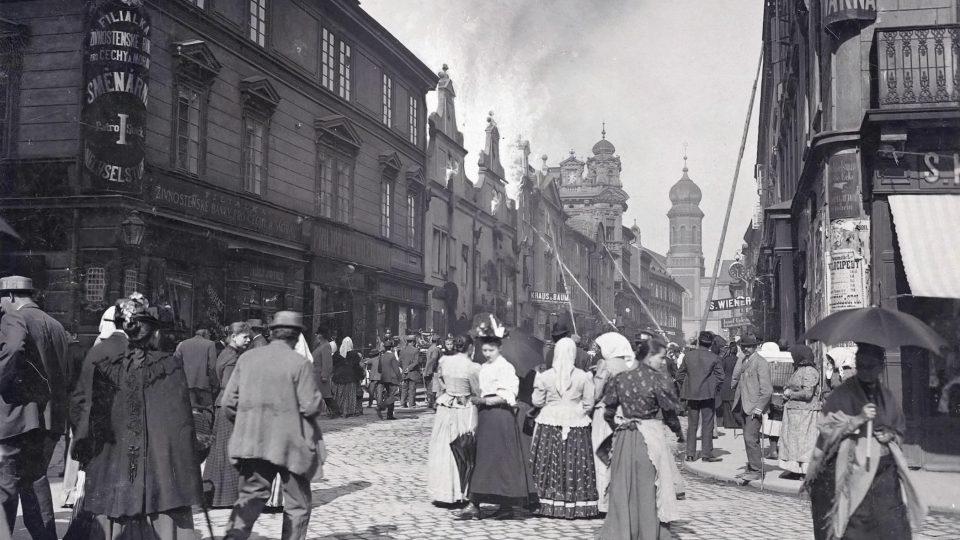 V roce 1895 vyhořel dům čp. 169 v Prešovské ulici, který byl v plzeňské paměti zapsán především jako dům, v němž v roce 1856 zemřel J. K. Tyl. Požáry patřily mezi obávané události, zároveň však vždy přitahovaly pozornost
