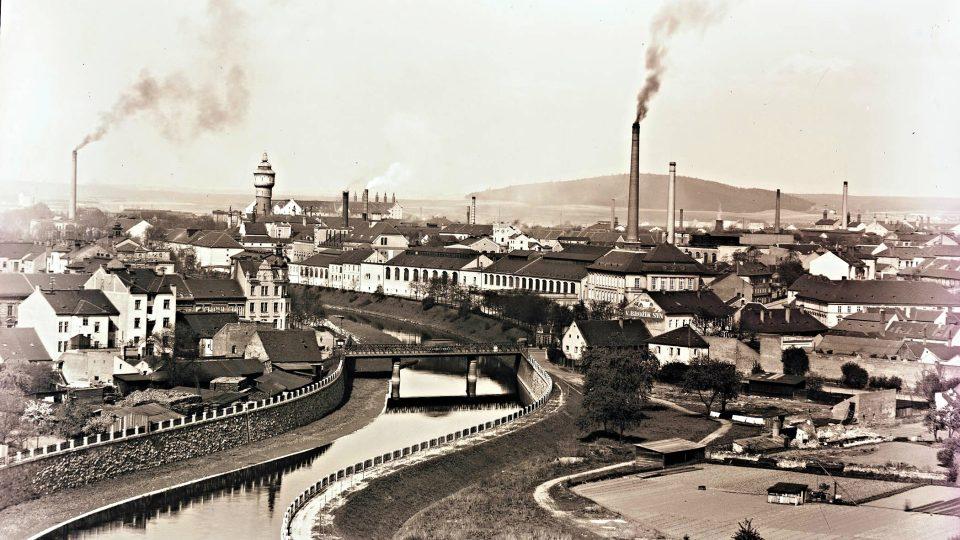 Povodeň v roce 1890, která v podstatě rozdělila město na dvě části, byla jedním z motivů, které vedly městské představitele k plánování regulace říčních koryt, stavbě vysokých zdí a zvyšování terénu při řekách v centru města