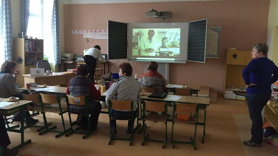 Lidem v Hořiněvsi pravidelně přednáší profesoři z Prahy. Nevěříte? Jde o virtuální univerzitu třetího věku