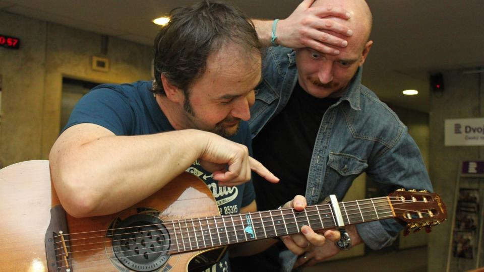 """Norbi Kovács a Jiří Holoubek. """"Jakže to hraješ? V G moll?"""""""