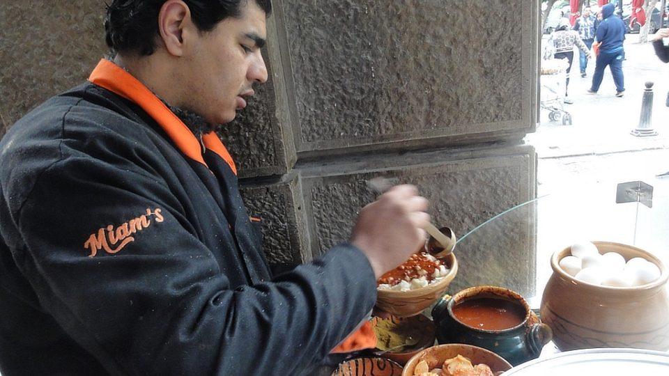 Pálivá papriková harísa nesmí chybět v žádném tuniském pokrmu - tedy ani v leblebí