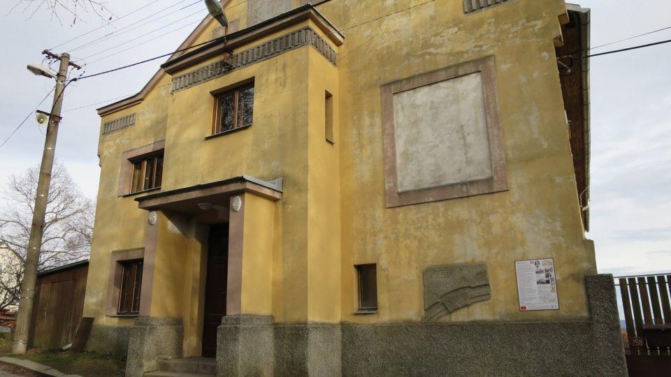 Budova sokolovny v Miličíně je krásnou památkou, potřebovala by opravit