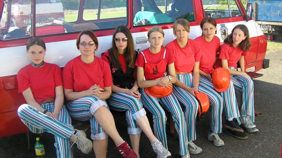 Dorostenky sboru na závodech v požárním útoku v Jablonném nad Orlicí, léto 2010
