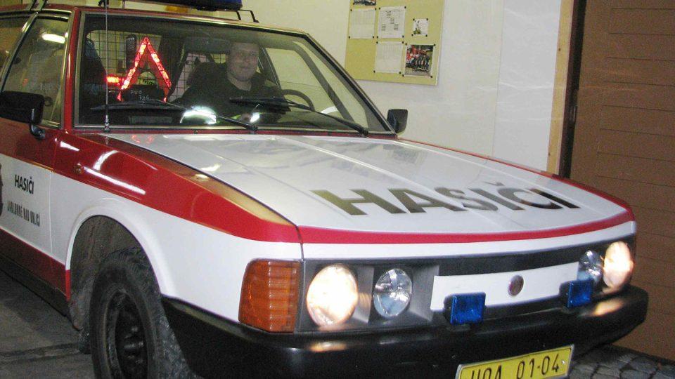 Tatra 613 byla kdysi vládním vozidlem, pak se dostala k hasičům z Jablonného. Stále ji používají k zásahům