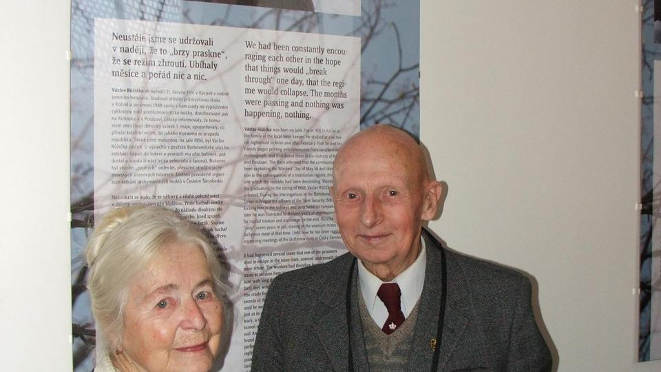 Václav Růžička a paní Kavalírová na vernisáži výstavy Jedni z nás, v únoru 2008