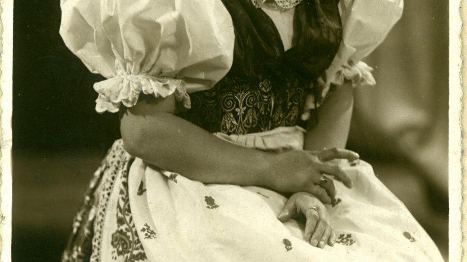Hanička Vopálková v plaském kroji, který vyšívala s láskou k rodnému kroji celých 16 mesíců
