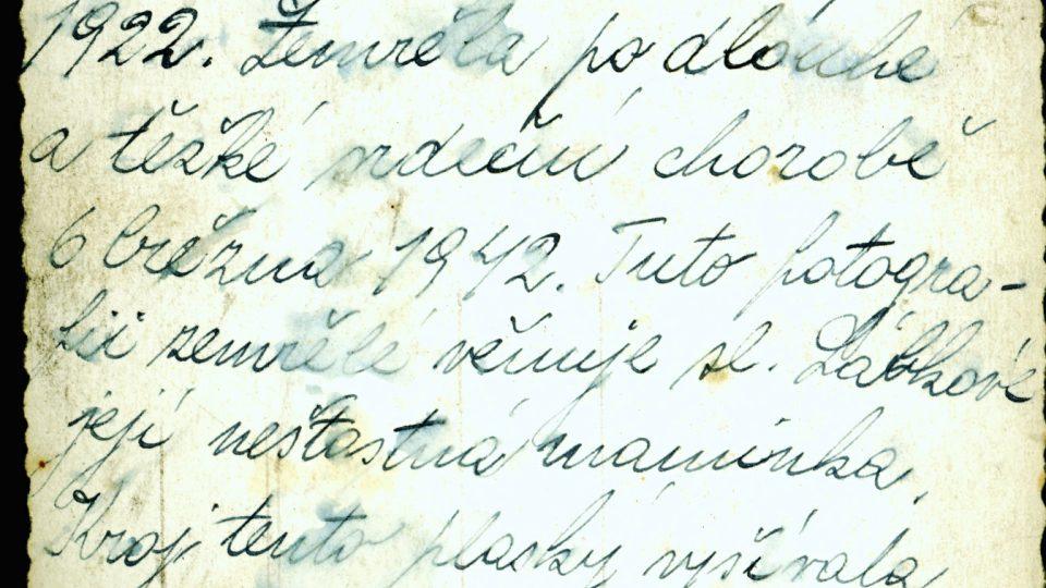 Dopis, kterým věnuje fotografií své dcery Haničky Vopálkové v plaském kroji její maminka