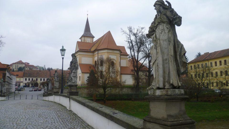 Pohled z mostu na Komenského náměstí v Náměšti nad Oslavou