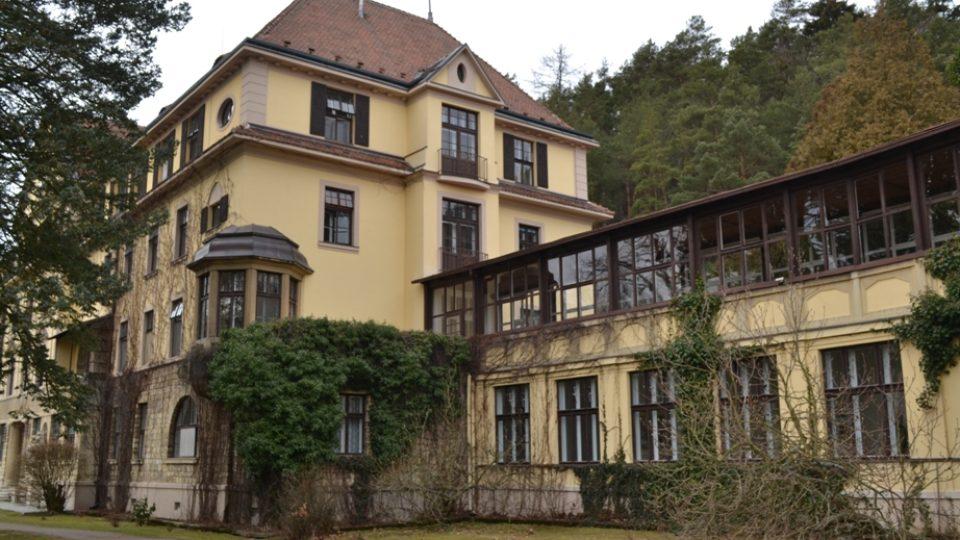 První budovy sanatoria byly postaveny podle návrhu architekta Jana Flory