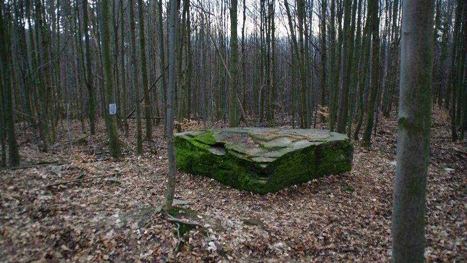 Oltářní kámen je buď dílem přírody, nebo Keltů nebo dávných protestantů