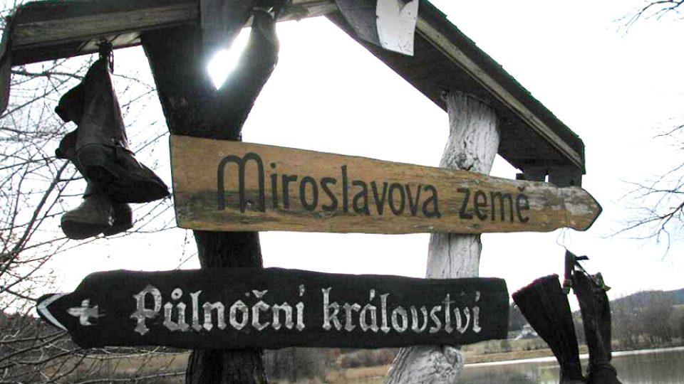 Rozcestník v části obce Presy označuje Přívrat jako Miroslavovu zemi Foto Šárka Mikulecká Deník