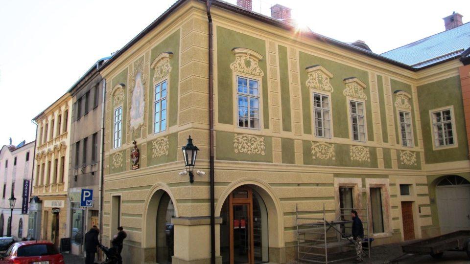 Opravený Dačického dům na Komenského náměstí v Kutné Hoře