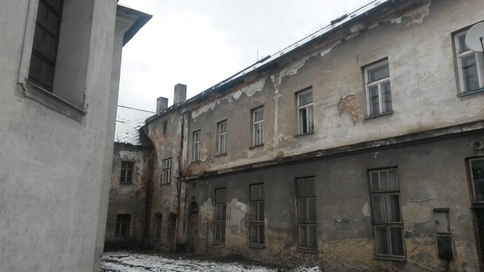 Bývalý klášter Alžbětinek. Muzeum najdete v opravené části