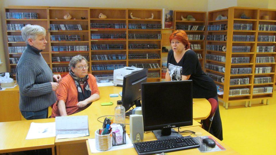 Blanka, Mirka Mikušková a Jarmila ve zvukové knihovně