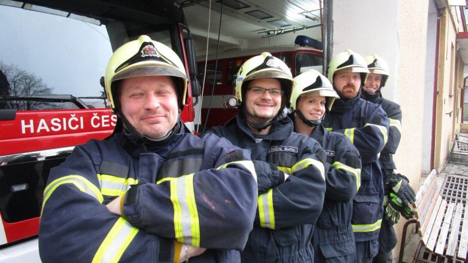 Takhle hezky jsou hasiči z Dubu v řadě za sebou :-)