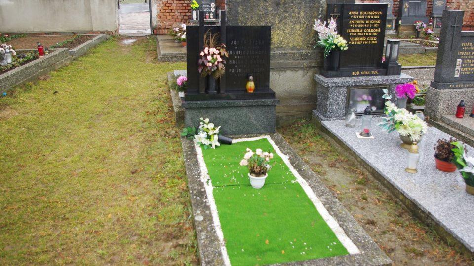 Hrob Josefa Žídka na chudobínském hřbitově