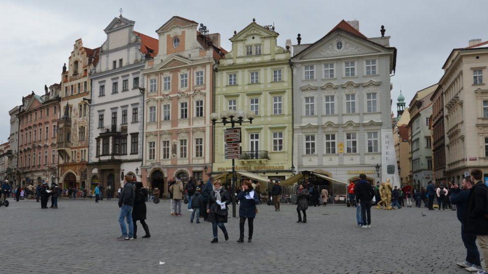 Část Staroměstského náměstí v Praze s domem U Kamenného stolu