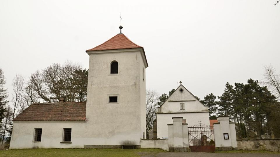 Románský kostelík na vrchu Chloumek