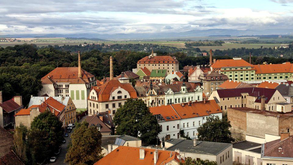 Žatec, Pražské předměstí, pohled od východu z vrchu Chmelového majáku, 2011