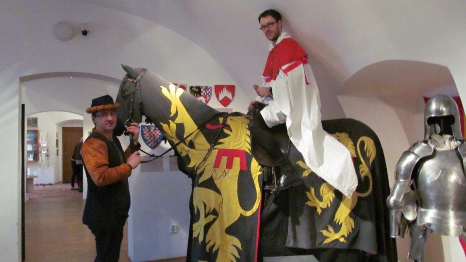 I návštěvník si může vyzkoušet sedlo koně