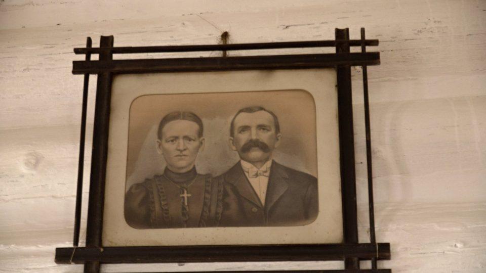 Majitelé chalupy z počátku 20. století