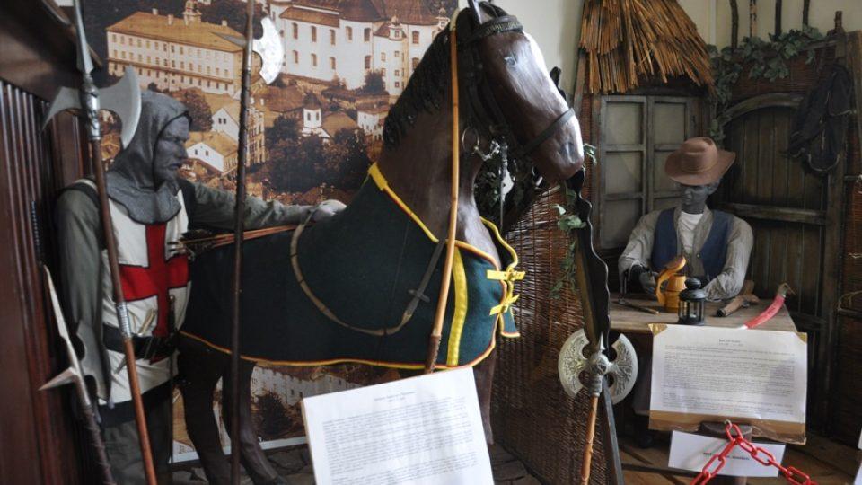 Loupeživý rytíř Toulovec je černou celebritou v Muzeu zločinu