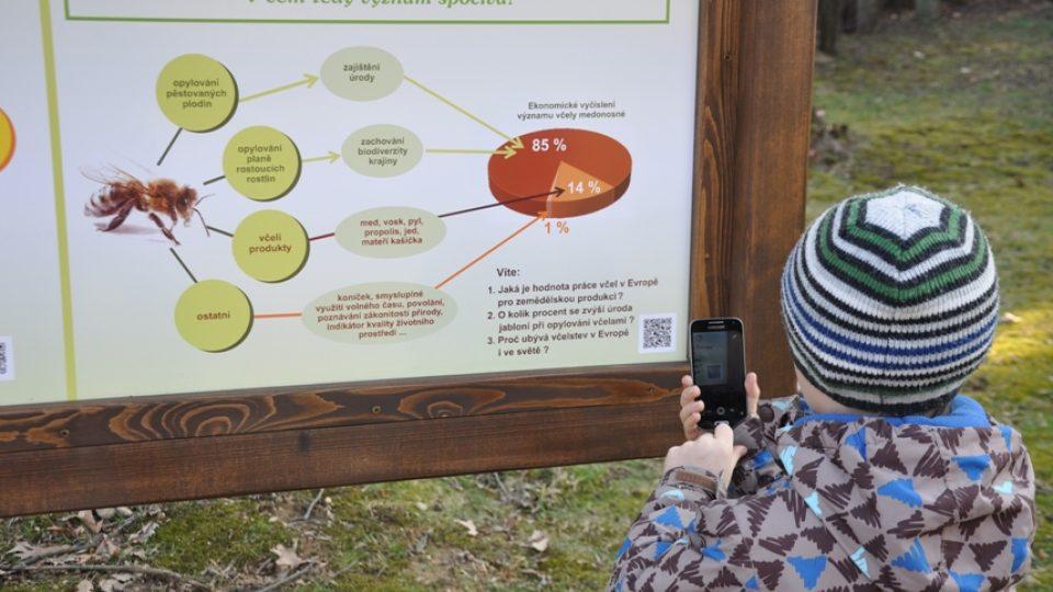 Správné odpovědi na otázky Včelařské naučné stezky zjistíte pomocí mobilního telefonu